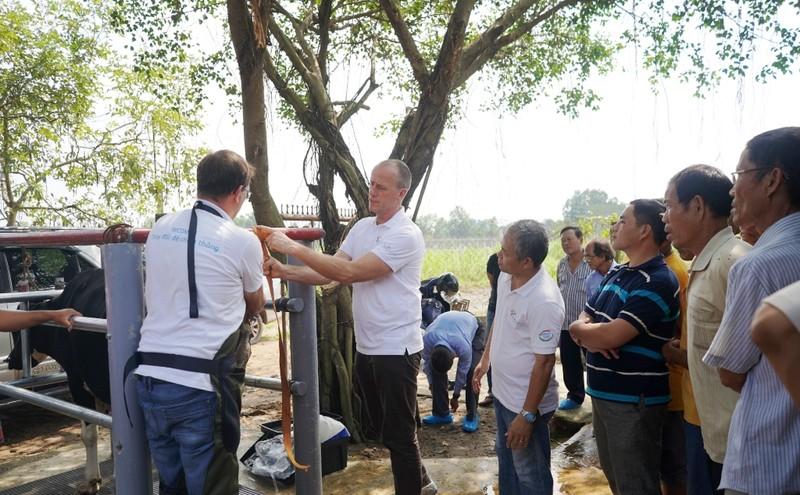Nông dân Việt Nam-Hà Lan giao lưu chăn nuôi bò sữa - ảnh 1