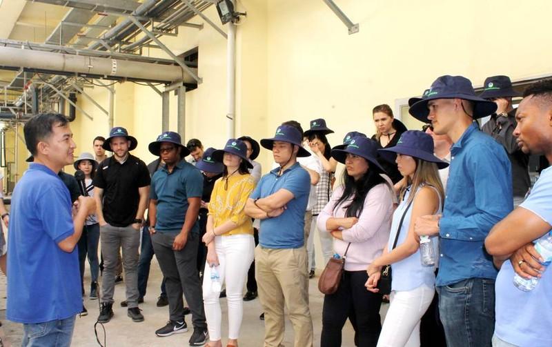 Sinh viên Hoa Kỳ thực tế ở Khu xử lý chất thải Đa Phước - ảnh 2
