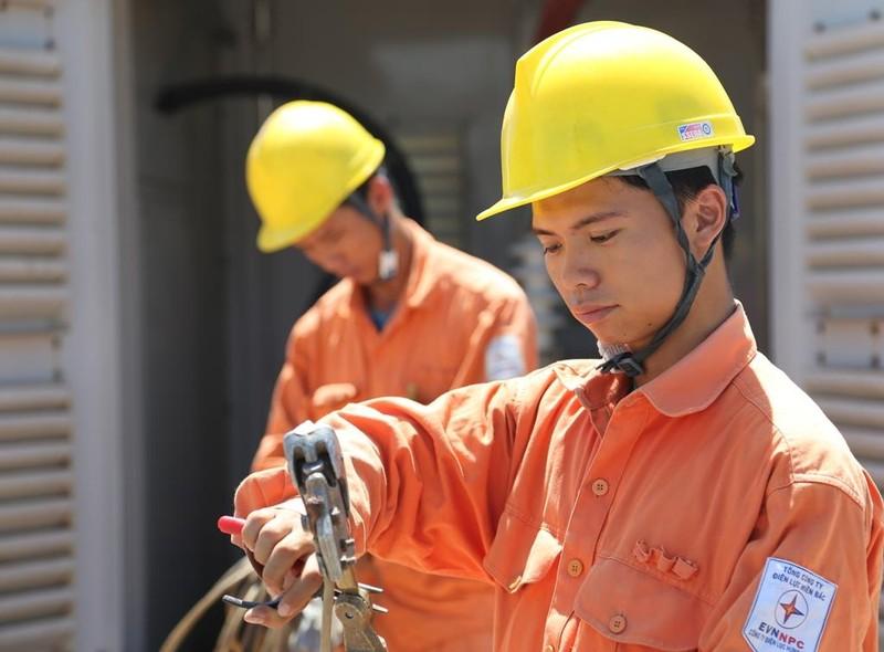 EVNNPC: Tập trung cấp điện ổn định an toàn mùa nắng nóng - ảnh 1