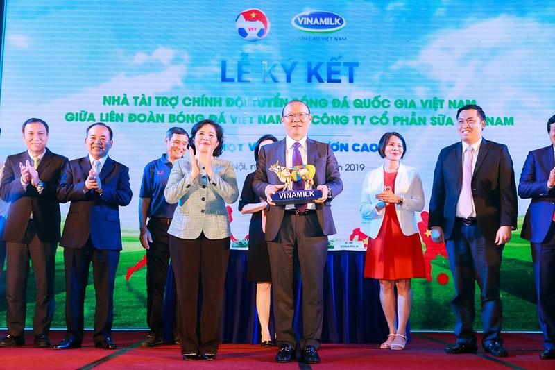 Vinamilk tài trợ chính cho các đội tuyển bóng đá Việt Nam - ảnh 2