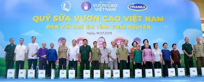 Vinamilk trao tặng 70.000 ly sữa cho trẻ em Thái Nguyên - ảnh 2