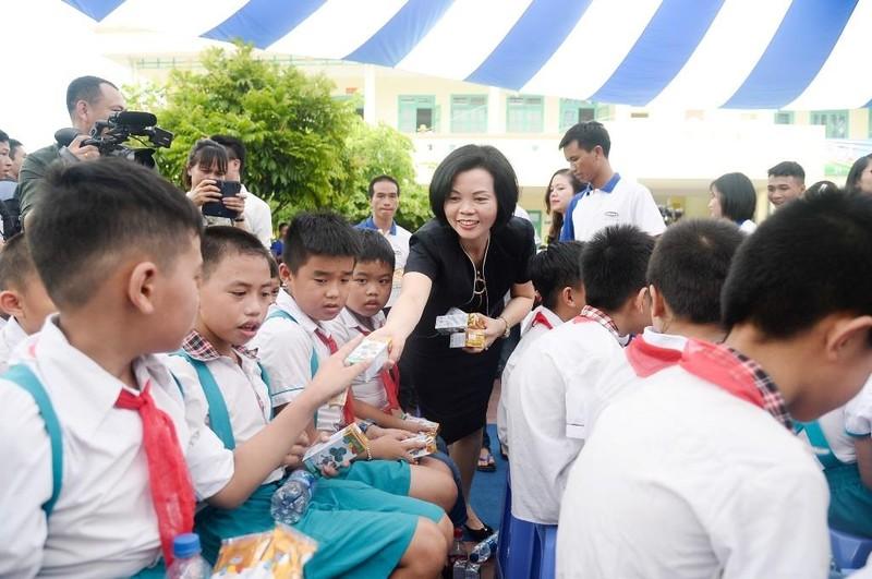 Vinamilk trao tặng 70.000 ly sữa cho trẻ em Thái Nguyên - ảnh 3