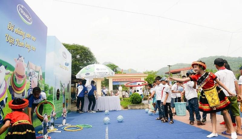 Vinamilk trao tặng 70.000 ly sữa cho trẻ em Thái Nguyên - ảnh 4