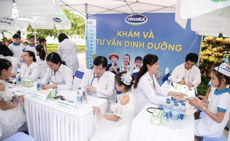 Vinamilk trao tặng 70.000 ly sữa cho trẻ em Thái Nguyên - ảnh 5