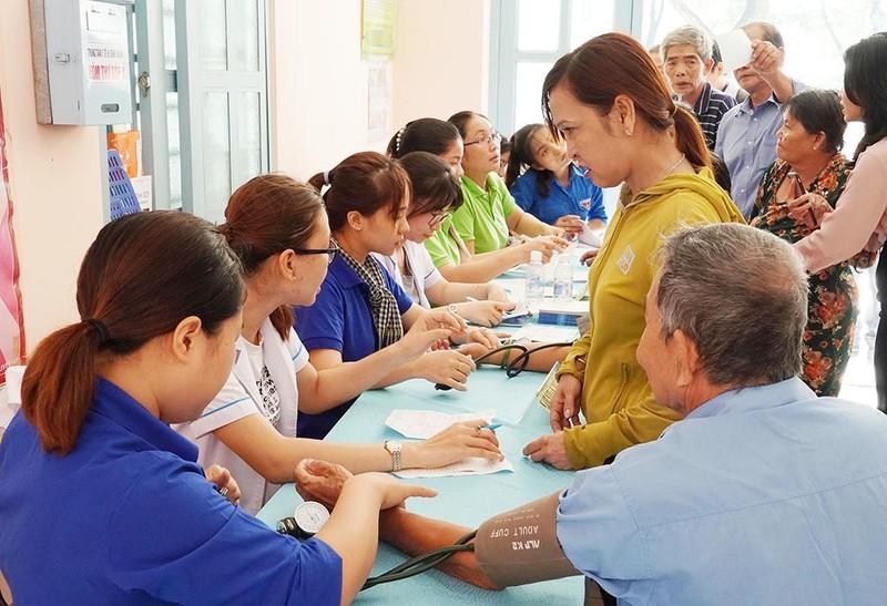 VWS trao quà dịp Vu lan cho 300 hộ dân nghèo ở Bình Chánh - ảnh 2