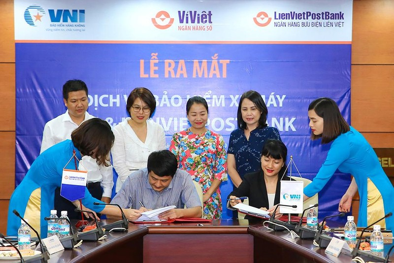 LienVietPostBank và VNI ký hợp tác bảo hiểm xe máy - ảnh 1