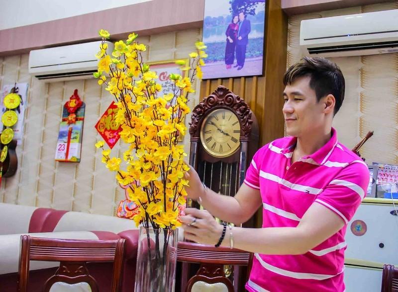 Khánh Phương tặng 200 phần quà cho người thân, bạn bè dịp tết - ảnh 1