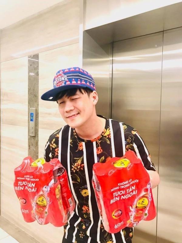 Khánh Phương tặng 200 phần quà cho người thân, bạn bè dịp tết - ảnh 4