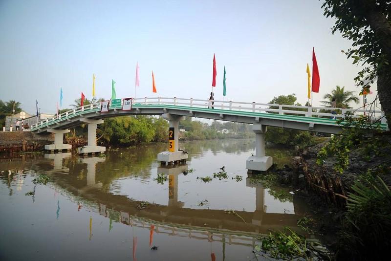 Khánh thành cây cầu đầu tiên dự án 'Xây cầu đến lớp' - ảnh 1