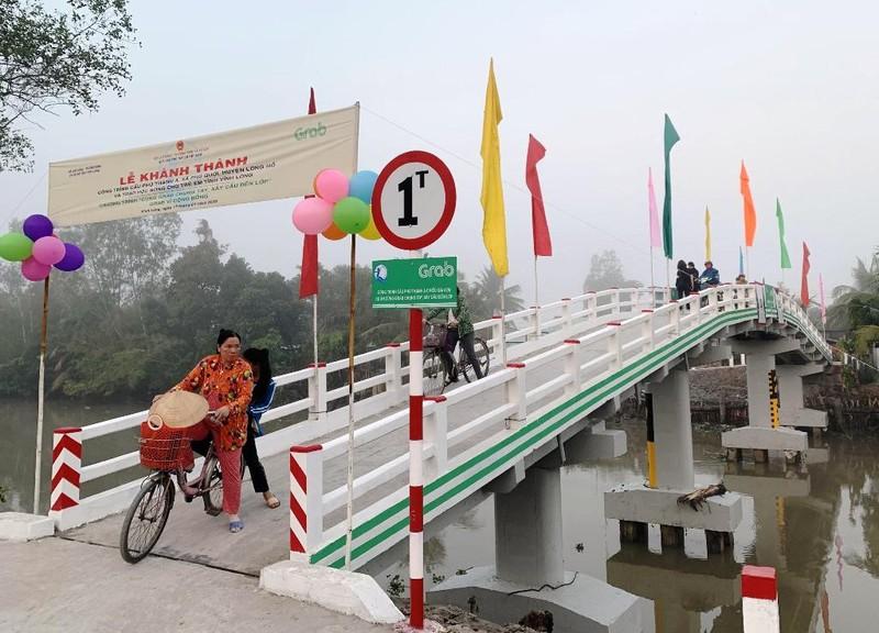 Khánh thành cây cầu đầu tiên dự án 'Xây cầu đến lớp' - ảnh 2