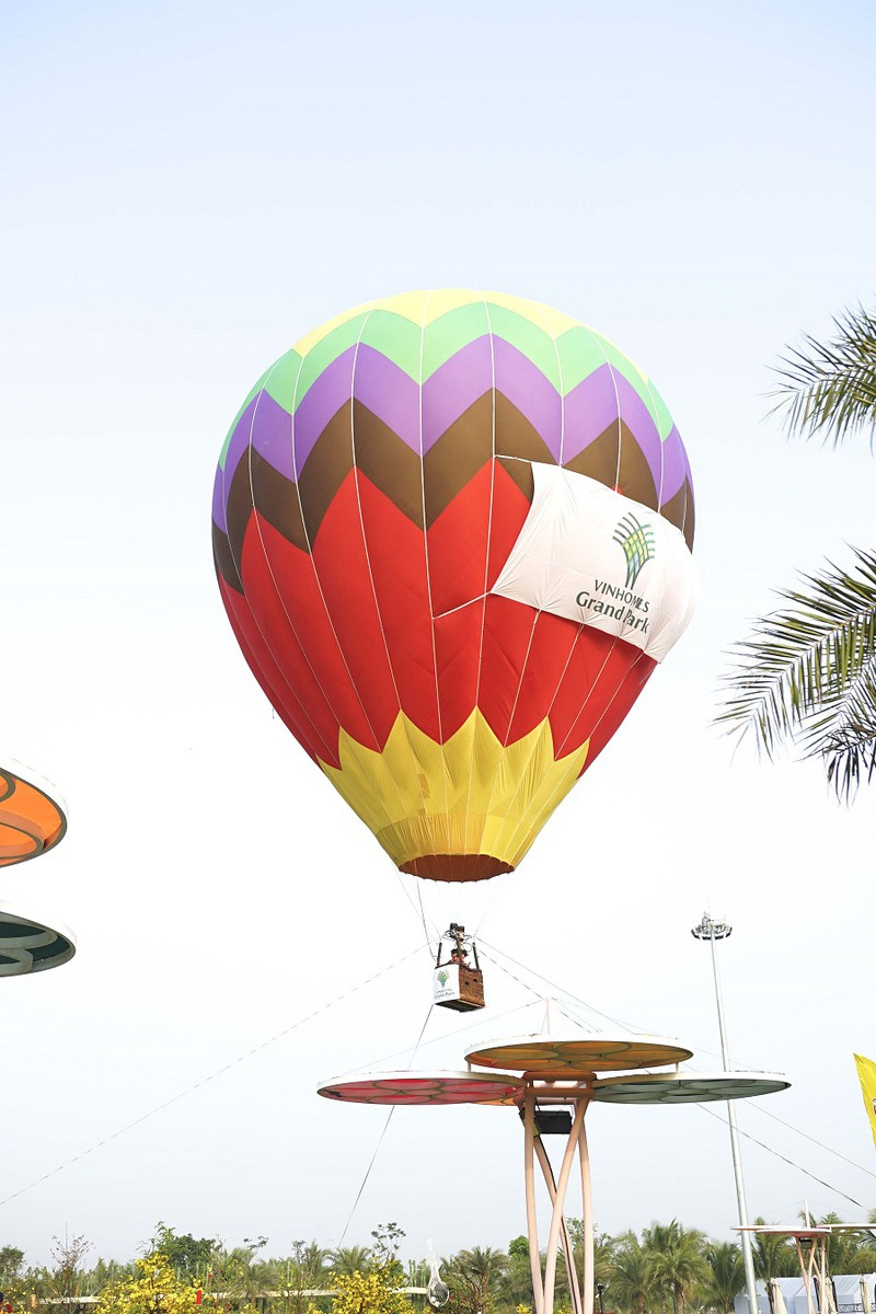 Độc đáo bay khinh khí cầu ngay giữa lòng Sài Gòn - ảnh 4