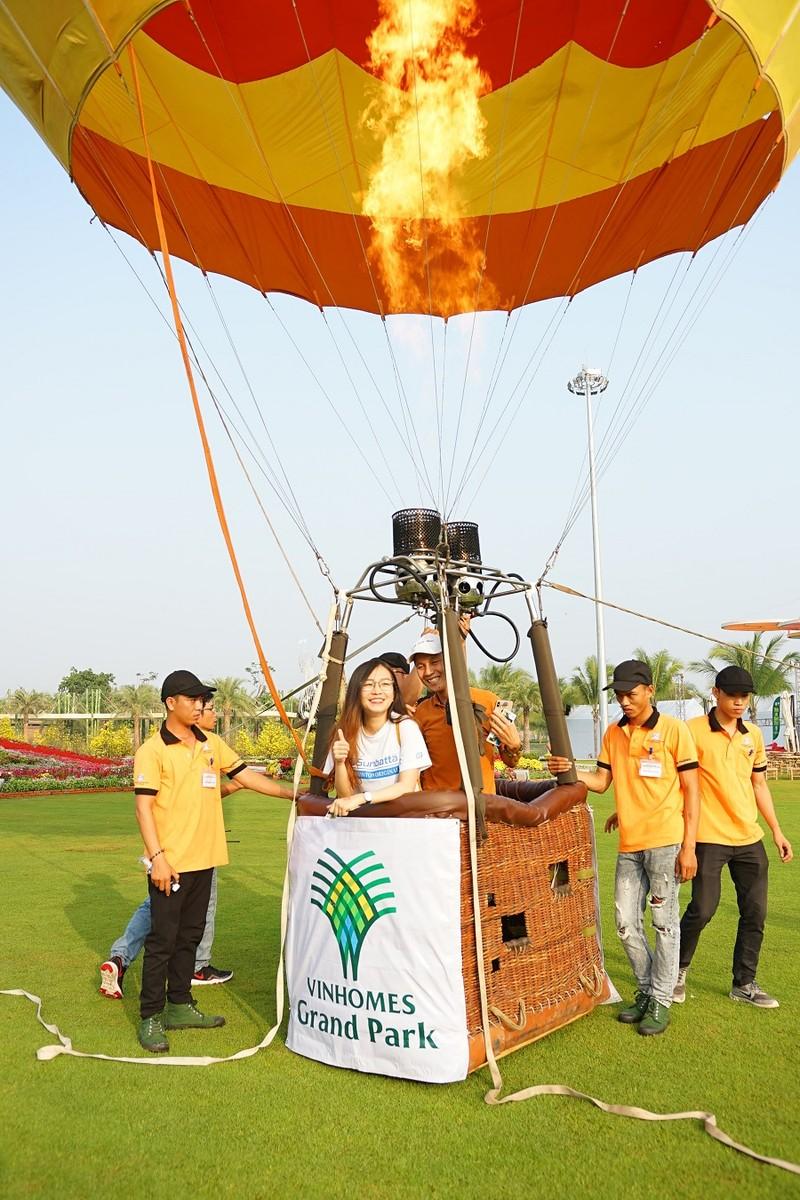 Độc đáo bay khinh khí cầu ngay giữa lòng Sài Gòn - ảnh 5