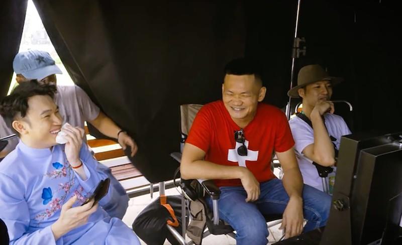 Dương Triệu Vũ 'bật mí bùng nổ' ở hậu trường MV tết - ảnh 4