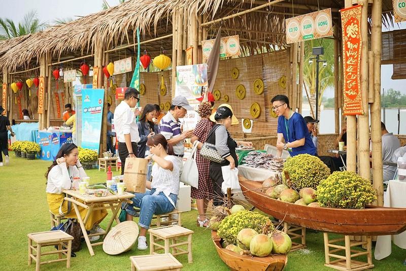 Xuân Canh Tý: Nhanh chân đến với lễ hội hoa mai lớn nhất VN - ảnh 4