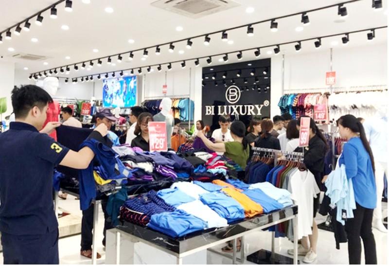 Doanh nghiệp thời trang mua bảo hiểm COVID-19 cho khách hàng - ảnh 1