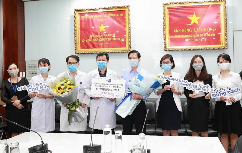Mundipharma Việt Nam tặng sản phẩm sức khỏe cho 70 bệnh viện - ảnh 1