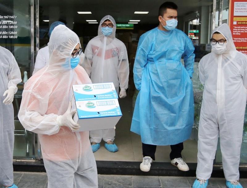 Vinamilk 'chi viện dinh dưỡng' cho y, bác sĩ  BV Bạch Mai - ảnh 2