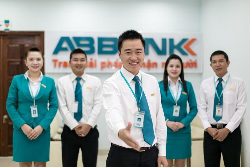 ABBANK ủng hộ 2 tỉ đồng hỗ trợ BV Bạch Mai - ảnh 1