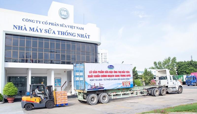 Vinamilk xuất lô sữa đặc 'Ông Thọ' đầu tiên qua Trung Quốc - ảnh 1