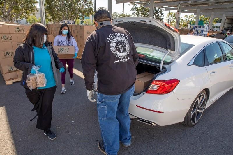 Vinamilk ủng hộ 23.000 lít sữa cho người dân Mỹ - ảnh 2