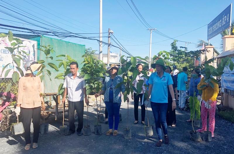 VWS tổ chức trồng 600 cây dầu và sưa ở xã Đa Phước - ảnh 2