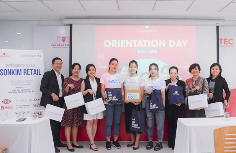 Trường CĐ Việt Mỹ khai giảng cho sinh viên khóa 2020 - ảnh 1