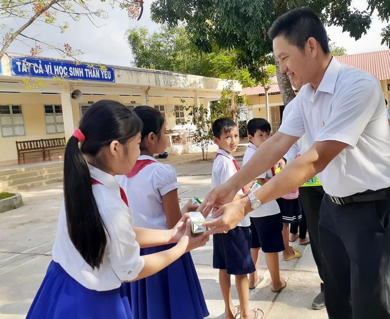 """Vinamilk khởi động chương trình """"Sữa học đường tỉnh Trà Vinh"""" - ảnh 1"""