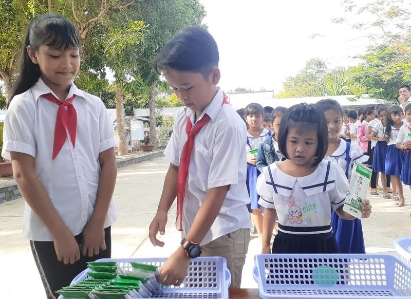 """Vinamilk khởi động chương trình """"Sữa học đường tỉnh Trà Vinh"""" - ảnh 2"""