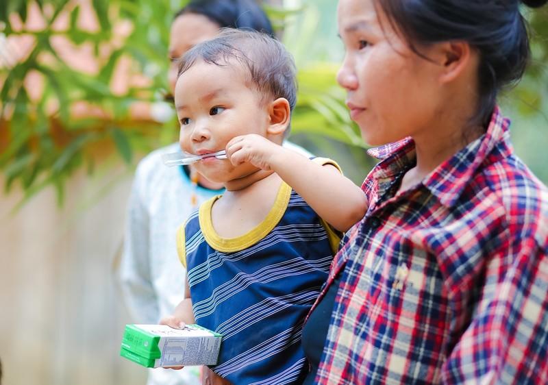Học sinh 6 huyện miền núi Quảng Nam được uống sữa miễn phí - ảnh 1