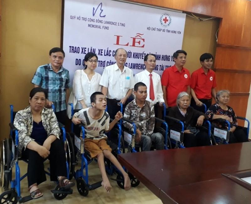 Trao tặng 250 chiếc xe lăn, xe lắc cho người khuyết tật - ảnh 3