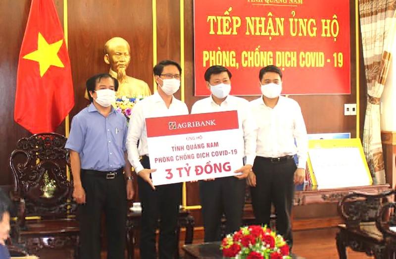 Agribank ủng hộ Quảng Nam 3 tỷ đồng chống dịch COVID-19 - ảnh 1