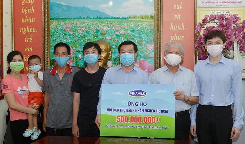 Vinamilk hỗ trợ 500 triệu đồng mổ tim cho trẻ em nghèo - ảnh 1