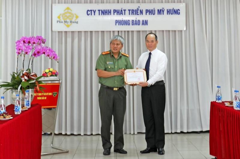 Phú Mỹ Hưng nhận giấy khen của Công an Quận 7, TP.HCM - ảnh 1