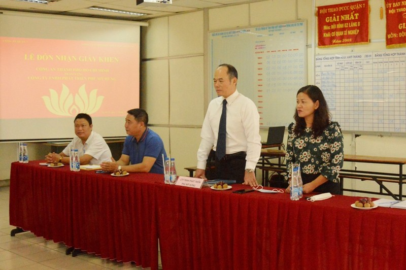 Phú Mỹ Hưng nhận giấy khen của Công an Quận 7, TP.HCM - ảnh 3