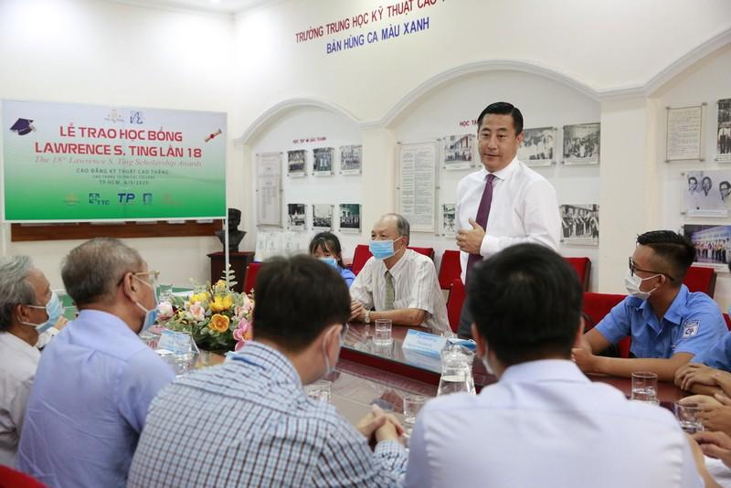 Trao 6 học bổng cho sinh viên Trường CĐ Kỹ thuật Cao Thắng - ảnh 2