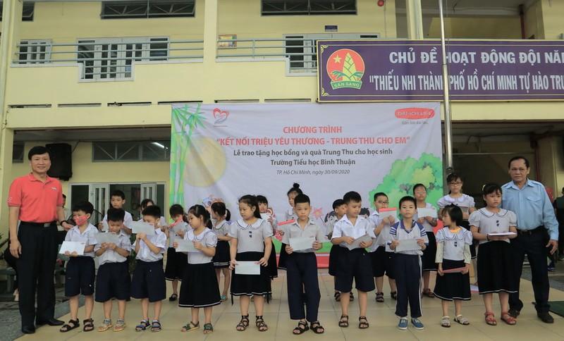 Dai-ichi Life Việt Nam mang Trung thu đến với học sinh TP.HCM - ảnh 1