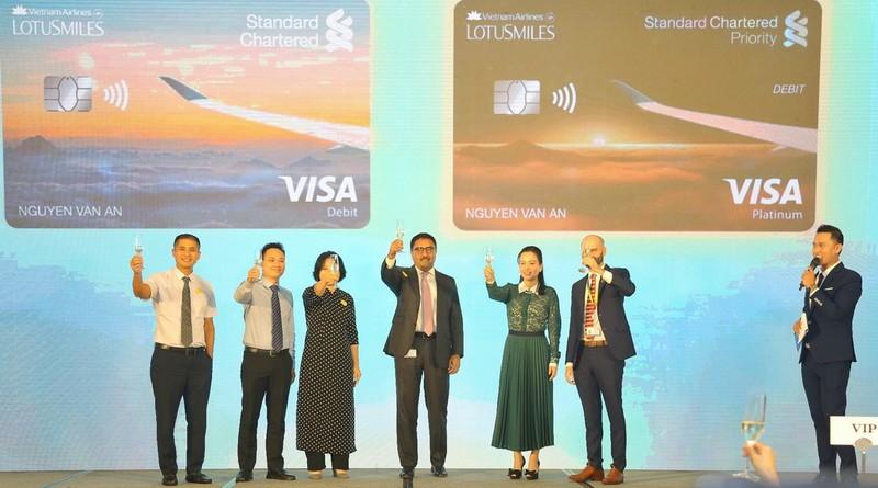 Ra mắt thẻ liên kết Vietnam Airlines và Standard Chartered - ảnh 1