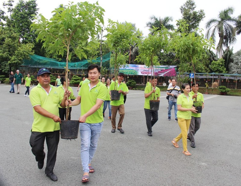 VWS trồng cây xanh và hoa dọc nhiều tuyến đường ở Đa Phước - ảnh 1