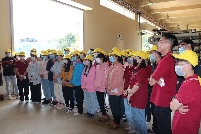 40 sinh viên ĐH Nguyễn Tất Thành tham quan Đa Phước - ảnh 1