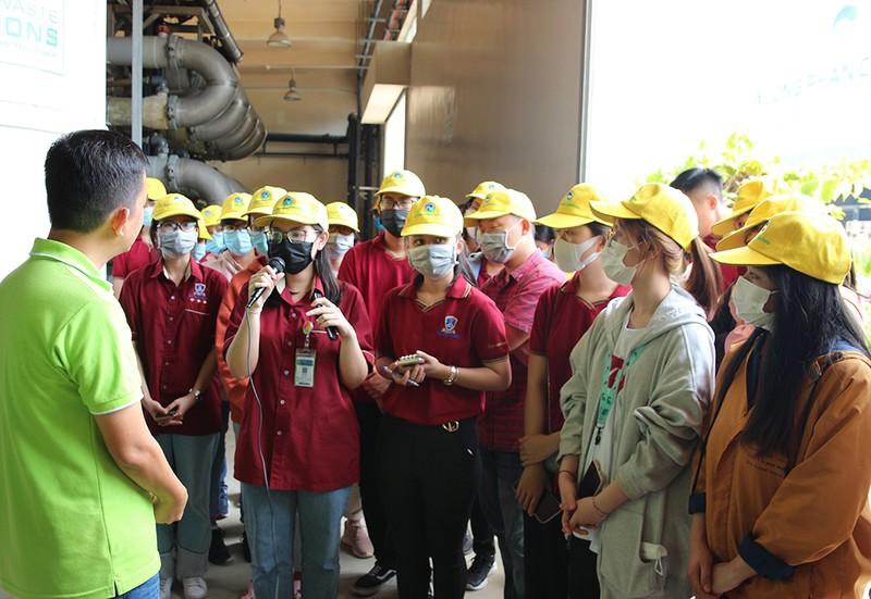 40 sinh viên ĐH Nguyễn Tất Thành tham quan Đa Phước - ảnh 2