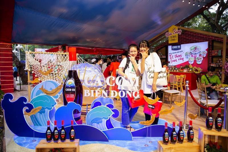 Đến Lễ hội Tết Việt, thưởng thức CHIN-SU Cá Cơm Biển Đông - ảnh 1