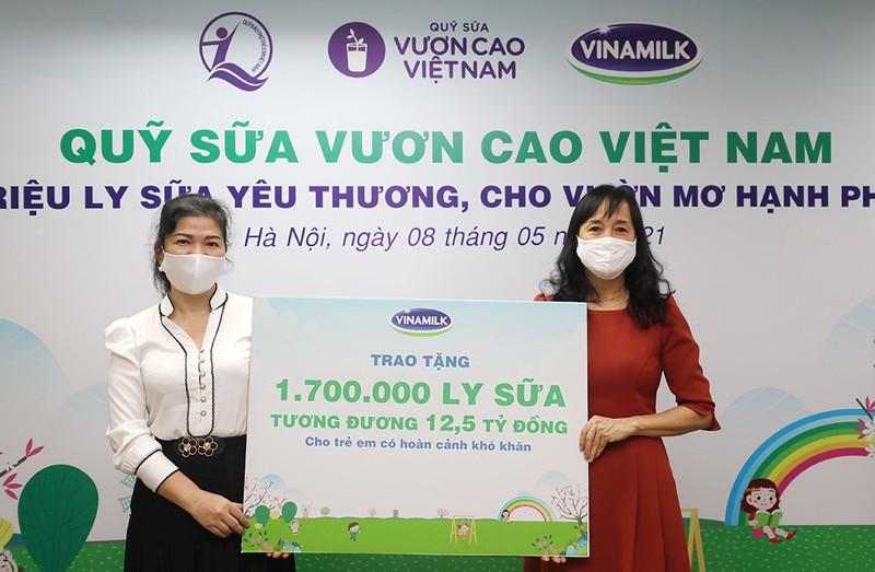 Vinamilk tặng 1,7 triệu ly sữa cho trẻ giữa mùa dịch COVID-19 - ảnh 1