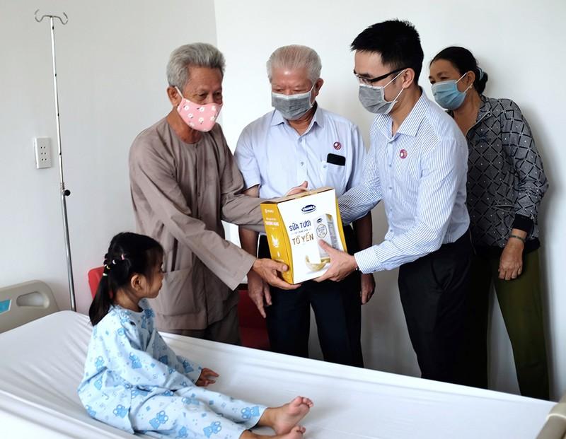 Vinamilk hỗ trợ kinh phí mổ tim cho trẻ nghèo năm 2021 - ảnh 2