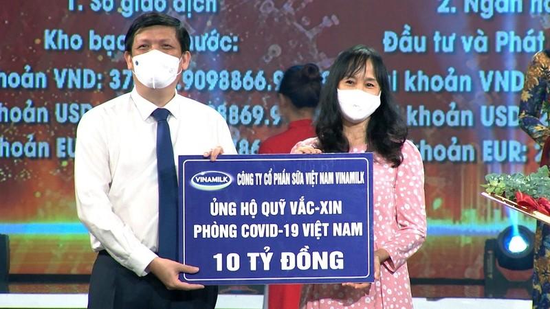 Vinamilk ủng hộ 10 tỷ đồng vào Quỹ vaccine phòng COVID-19 - ảnh 1