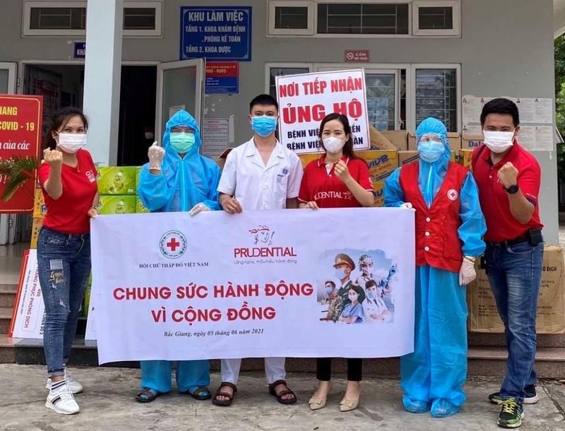 Prudential đóng góp 5 tỷ đồng vào Quỹ vắc xin và hỗ trợ khẩn cấp Bắc Giang - ảnh 1