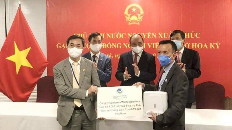 Ông David Duong tặng thêm 1.000 máy thở cho Việt Nam - ảnh 1