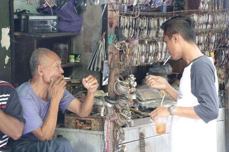 WHO: Dung túng thuốc lá lậu sẽ làm giảm chính sách kiểm soát thuốc lá - ảnh 1
