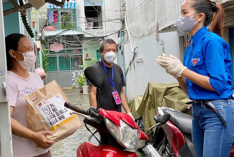 BAEMIN và Trung ương Đoàn tặng 1.000 túi an sinh cho người dân - ảnh 1