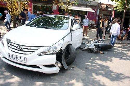 Tai nạn liên hoàn làm cô gái trẻ nhập viện - ảnh 1