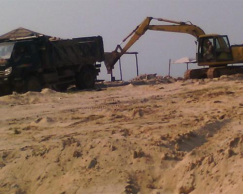 Khai thác cát trái phép vẫn không bị xử phạt - ảnh 1